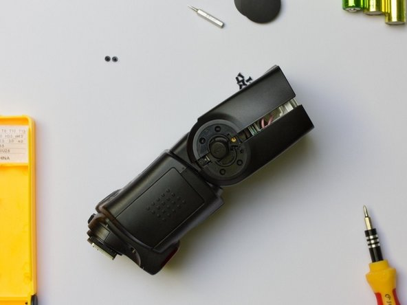 Image 1/2: Remove the flash unit