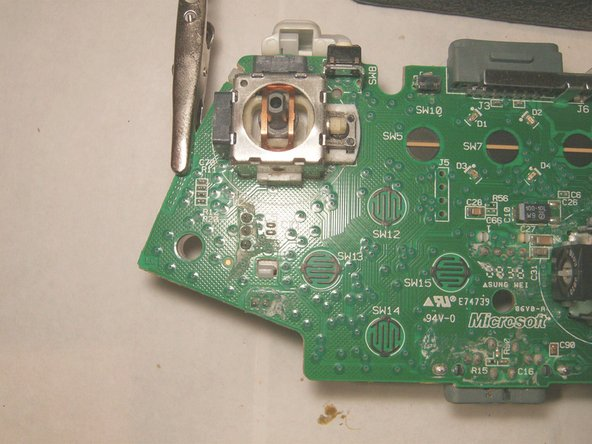 Image 3/3: View of the left analog stick to be removed.