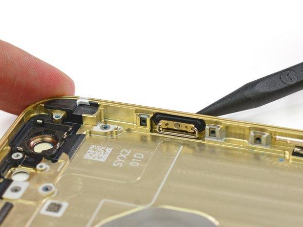 类似的橡胶垫片也环绕着音量按钮。总之,这似乎代表了苹果公司可能在防水/防尘这一方面进步,因此也提高了耐用性。