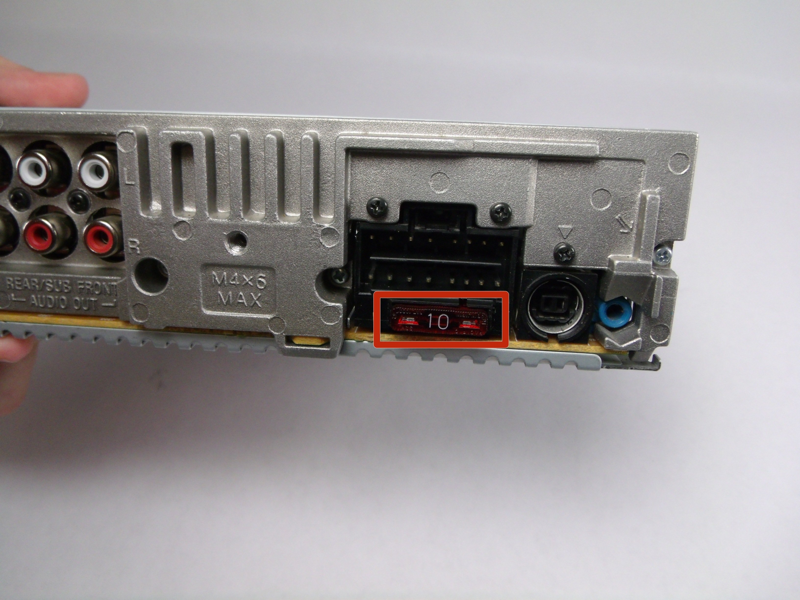 Sony CDX-GT540UI Fuse Replacement - iFixit Repair Guide on