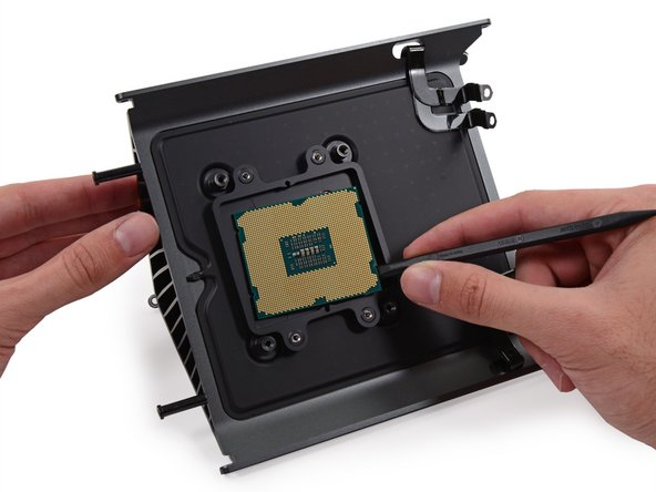 Image 2/3: Quad-Core Intel Xeon [http://ark.intel.com/products/75779/|E5-1620 v2] with 10 MB L3 cache, clocked at 3.7 GHz, Turbo Boost up to 3.9 GHz.