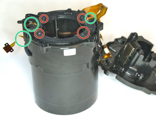 The rest of the optics contains 3 tubes as well as 3 moving lenses
