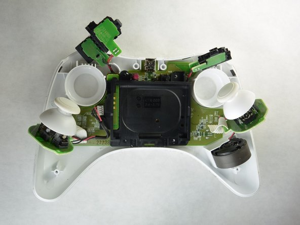 Remove the joysticks from the controller's shell as shown in the picture.