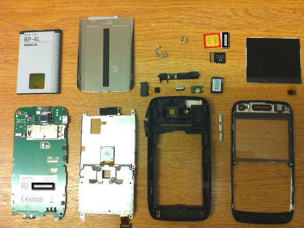 Ta-Da! This has to be the easiest phone to dissemble i have ever worked on. Only 6 screws on the entire device.