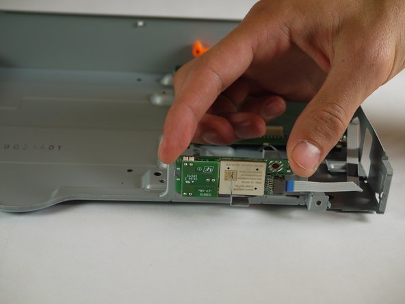 Image 1/2: Make sure to only touch the sides of the Bluetooth module when removing it from the case.