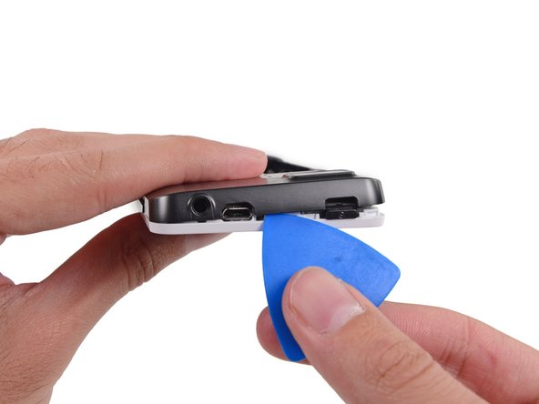 To avoid bending or damaging the opening picks, do not pry near to the power switch, USB port, or headphone jack.