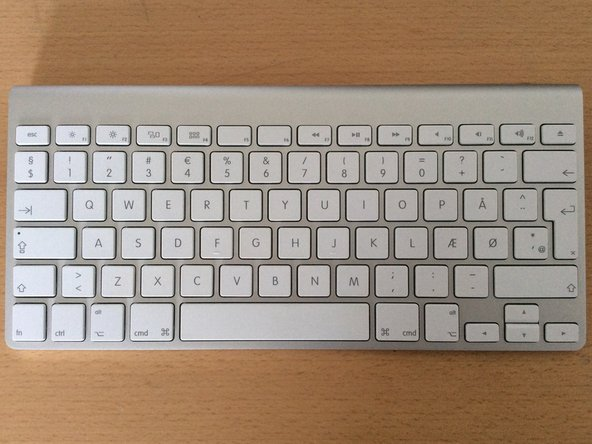 Replace Apple Wireless Keyboard (A1314) logic board assembly and stuck batteries