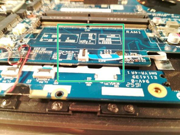 Déconnectez le connecteur encadré en vert