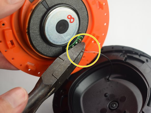 Image 1/1: Make sure to cut the wires as close to the speaker as possible, because these wires will be used in the next step.