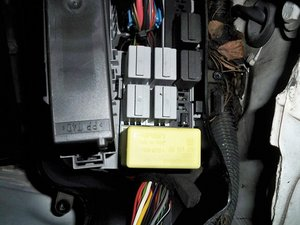 Watch as well Renault Megane Fuse Box Removal as well Renault Megane Scenic Immobiliser together with Change indicator relay on Vauxhall  bo also Vauxhall Vivaro. on fuse box vivaro