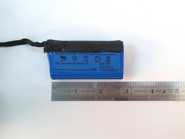 Image 2/3: The built-in port tube enhances bass.