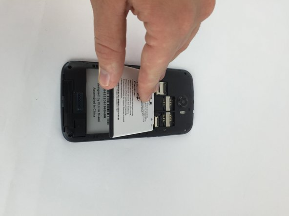 Image 2/3: Use your finger to lift the battery and remove it from the case.