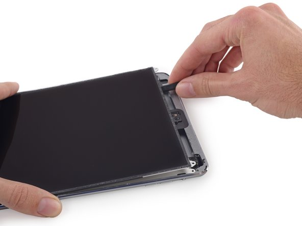 Image 3/3: Insert the spudger between the LCD and LCD shield plate and slide it to the far edge of the iPad.