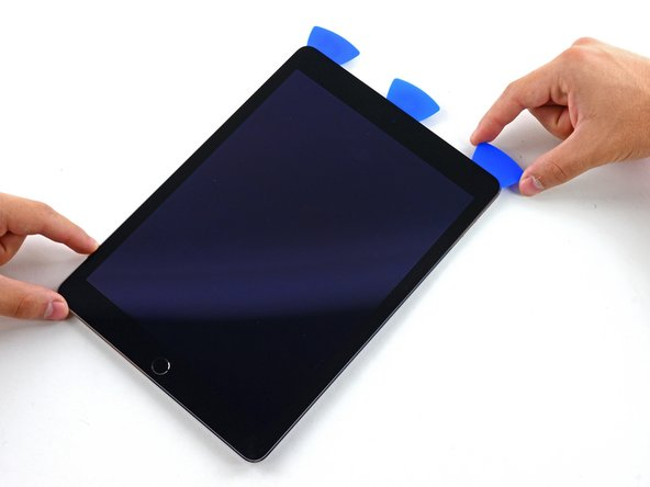 滑动右边的撬片滑过iPad右上角。