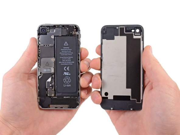 Image 1/1: Remove the rear panel from the iPhone.