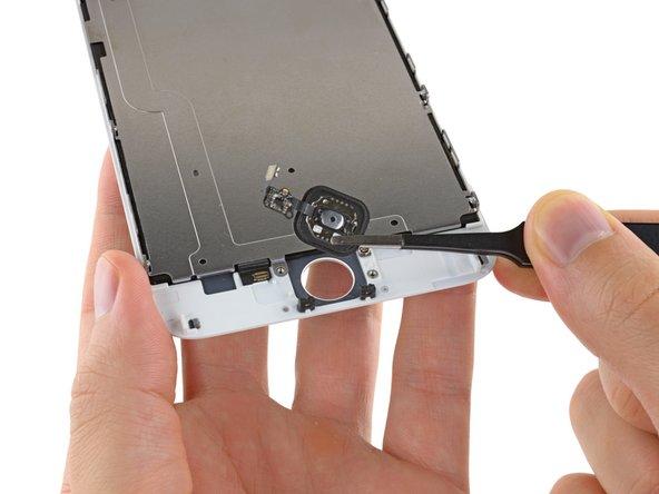 フロントパネルアセンブリからホームボタンアセンブリを持ち上げ、取り出します。