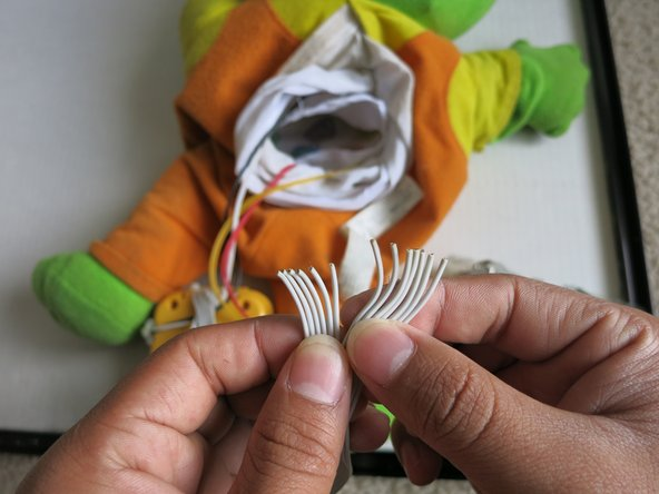 Image 1/3: Using cable pliers or another method, strip the loose ends of the cables.