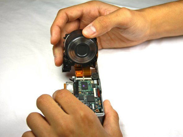 Image 1/1: Two connectors link the lens to the motherboard.