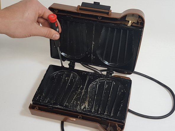 Remove the two screws at the back of the heating plate as shown in the pictures.