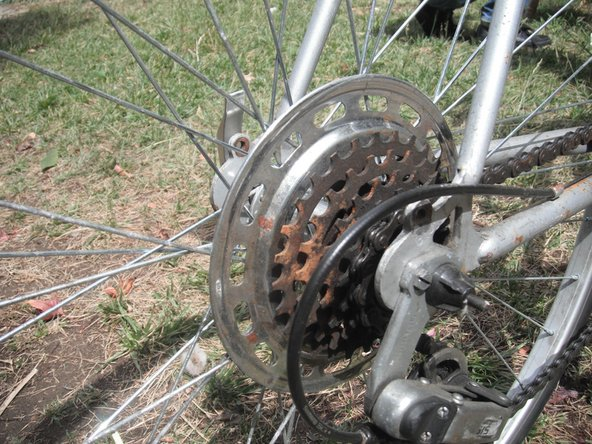 Next, shift the rear derailleur onto the outermost gear.