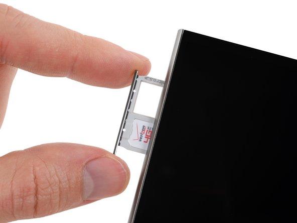 Auf einem einzelnen Schlitten ist Platz für die SIM und die microSD.