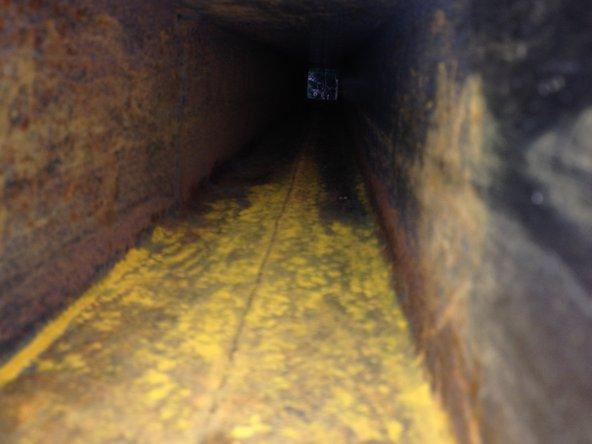 Après le nettoyage extérieur, c'est un moment idéal pour rincer à grande eau le bumper qui sert aussi de stockage au tuyau d'égoûts.