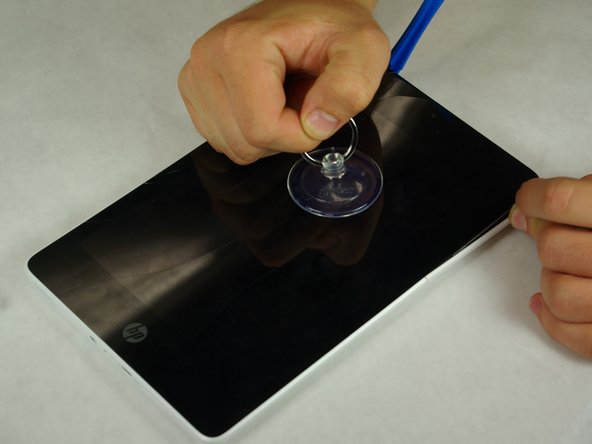 Secure the suction cup to the center of the device's screen.