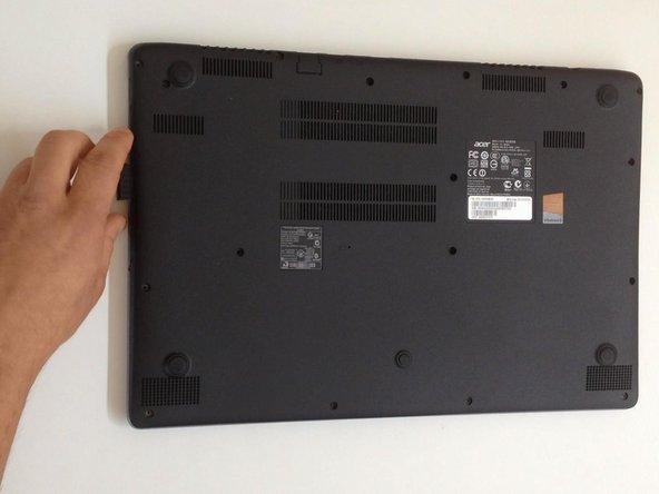 If there is a plastic storage tray in the laptop, remove it.