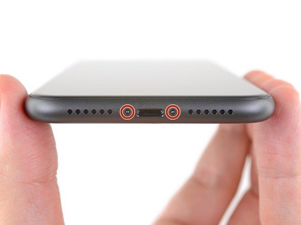 Prima di iniziare, scarica la batteria del tuo iPhone sotto il 25%. Una batteria agli ioni di litio carica può incendiarsi e/o esplodere se forata accidentalmente.