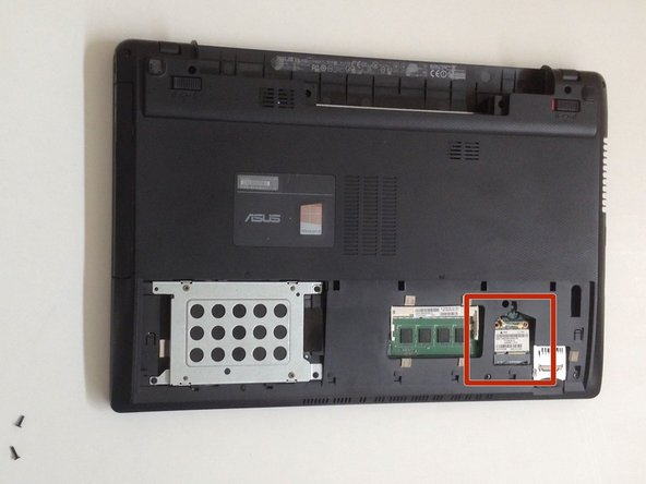Image 1/3: Disconnect the two coaxial cables (Wi-Fi and Bluetooth).