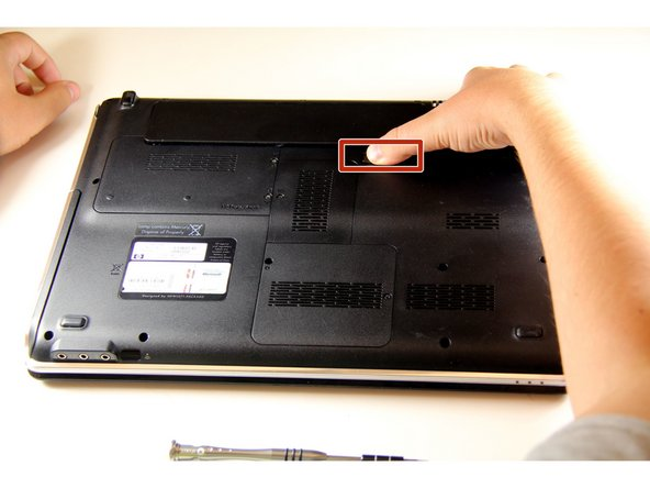 Image 1/2: Pull the battery '''up''' and '''out''', to remove it from the battery compartment.