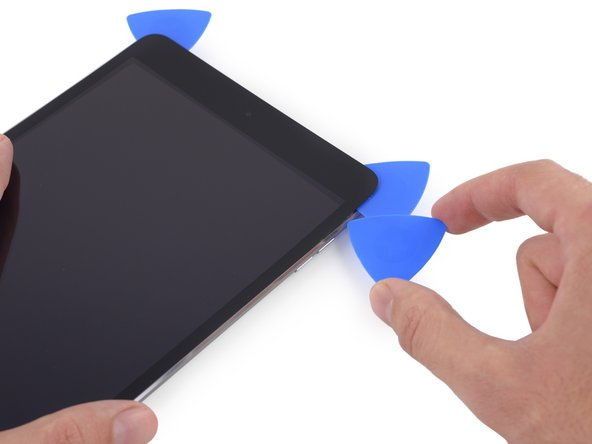 Insert a new opening pick and slide it to the middle of the right edge of the iPad, releasing the adhesive as you go.