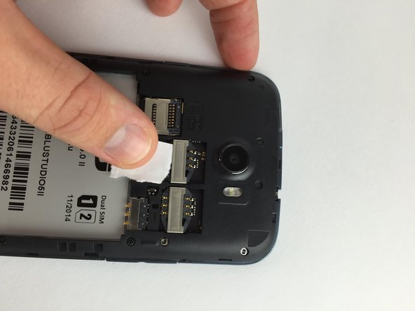 Image 1/2: Slide your finger downwards in order to remove the SIM Card from the slot.