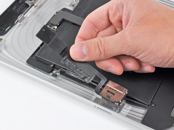 Image 2/2: Remove the SIM board from your iPad.