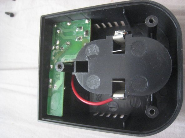 Image 1/2: A diode to protect against reverse current.