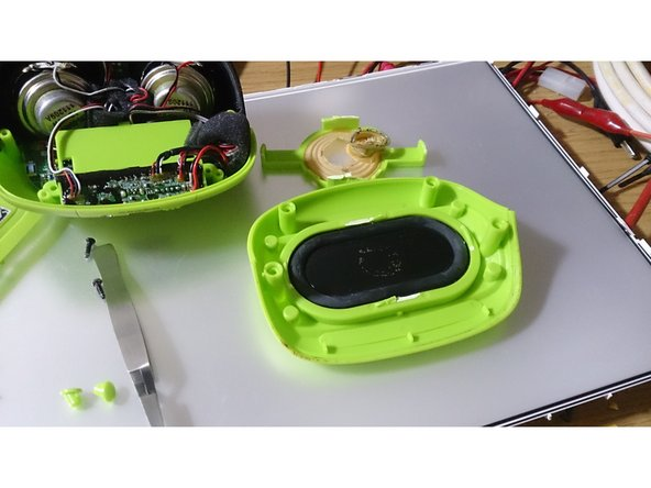 """Image 2/2: post note: this """"speaker"""" may have some sound benefits. also i had to replace the black membrane with a stiff plastic cover beacause the vibrations were hitting on the 18650-cell."""