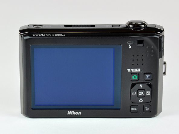 Image 2/3: The back panel houses the comparatively large 2.7-inch High Resolution Bright LCD.