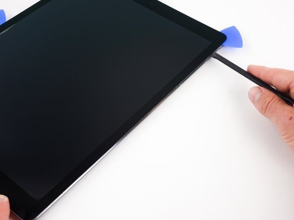 Soften the adhesive by heating the right edge of the iPad using an iOpener.