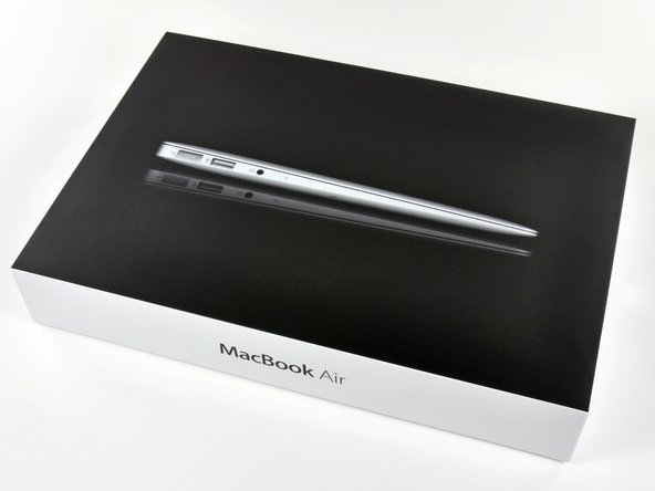 "Image 1/1: We got our hands on the new MacBook Air 11"" Late 2010, and judging from the picture on the box, it's thinner than we expected."