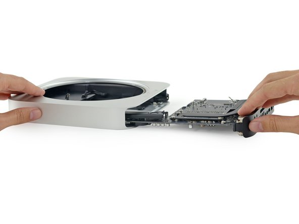 While past Mac minis have featured two SATA ports, allowing users to upgrade their base model with an extra hard drive, this year we only get one.