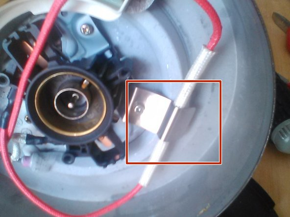 Image 2/2: Make sure that  the clip is directly over the fuse before tightening.