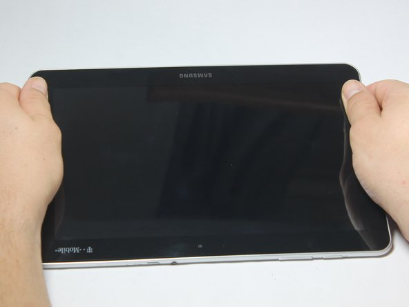 "Image 1/1: Screen side facing you, rotate device 180 degrees so the ""SAMSUNG"" logo is upside down."