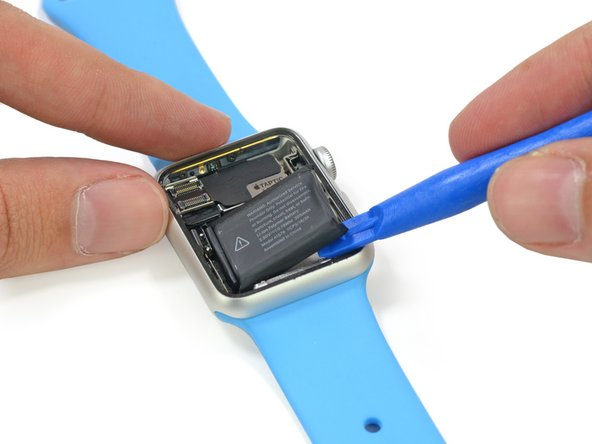 Removing the battery from the Apple Watch during the Teardown