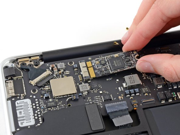 "MacBook Air 13"" Mid 2013 AirPort/Bluetooth Card Replacement"