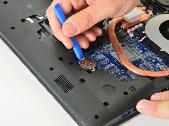 BIOS Batterie sorgfältig aus seiner Halterung herausnehmen.