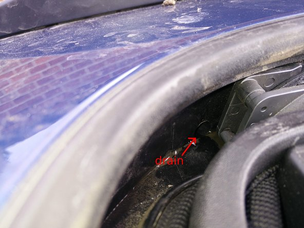 Unplug a sunroof drain - front and rear - Seat Leon MK3/5F - Volkswagen Golf