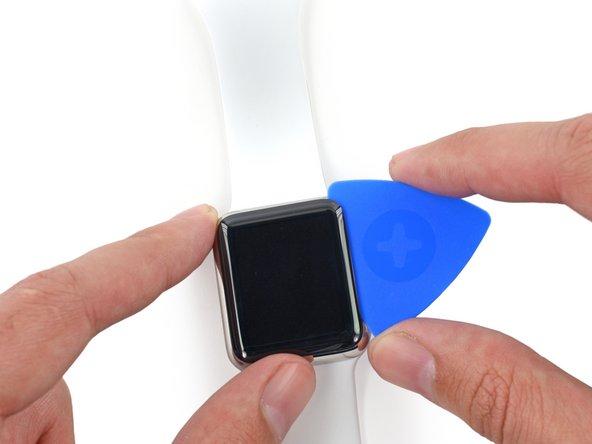 Continuez de la même manière jusqu'à l'angle supérieur droit de la montre et faites pivoter le médiator vers le haut de l'écran.