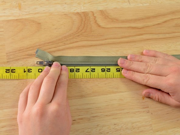 Image 1/3: Mark the measurement with tailor's chalk.
