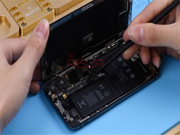 Replace with a new, undamaged screen and test. Touchscreen of the phone is responsive this time.