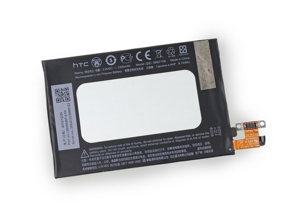 The 3.8 V battery is rated at 2300 mAh and weighs 38.3 g. For comparison, the iPhone 5 has a 3.8 V, 1440 mAh battery, and the Galaxy S III has a 3.8 V, 2100 mAh unit.